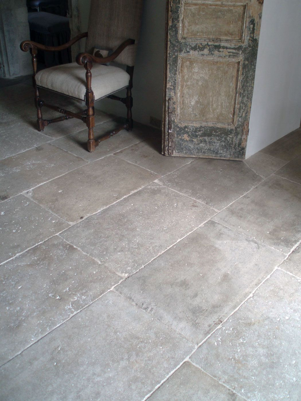 Rinser Naturstein Lapicida Barr De Montpellier Is A Reclaimed 18th - 19th Century Floor Tile Unique To The #french Tow… | Stone Flooring, Stone Tile Flooring, Natural Stone Flooring