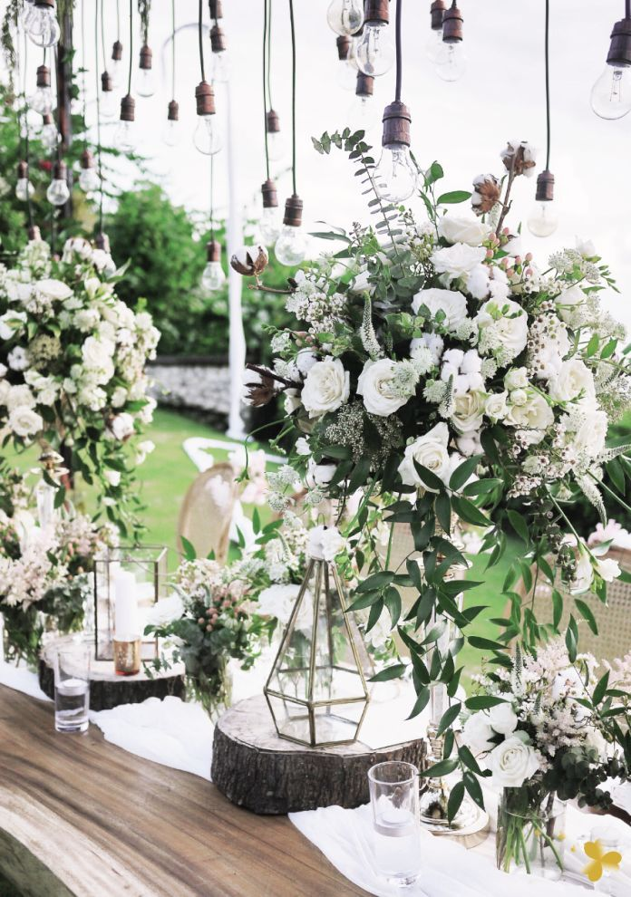 Outdoor wedding decoration ideas with fresh flowers a down to outdoor wedding decoration ideas with fresh flowers a down to earth rustic styling junglespirit Image collections