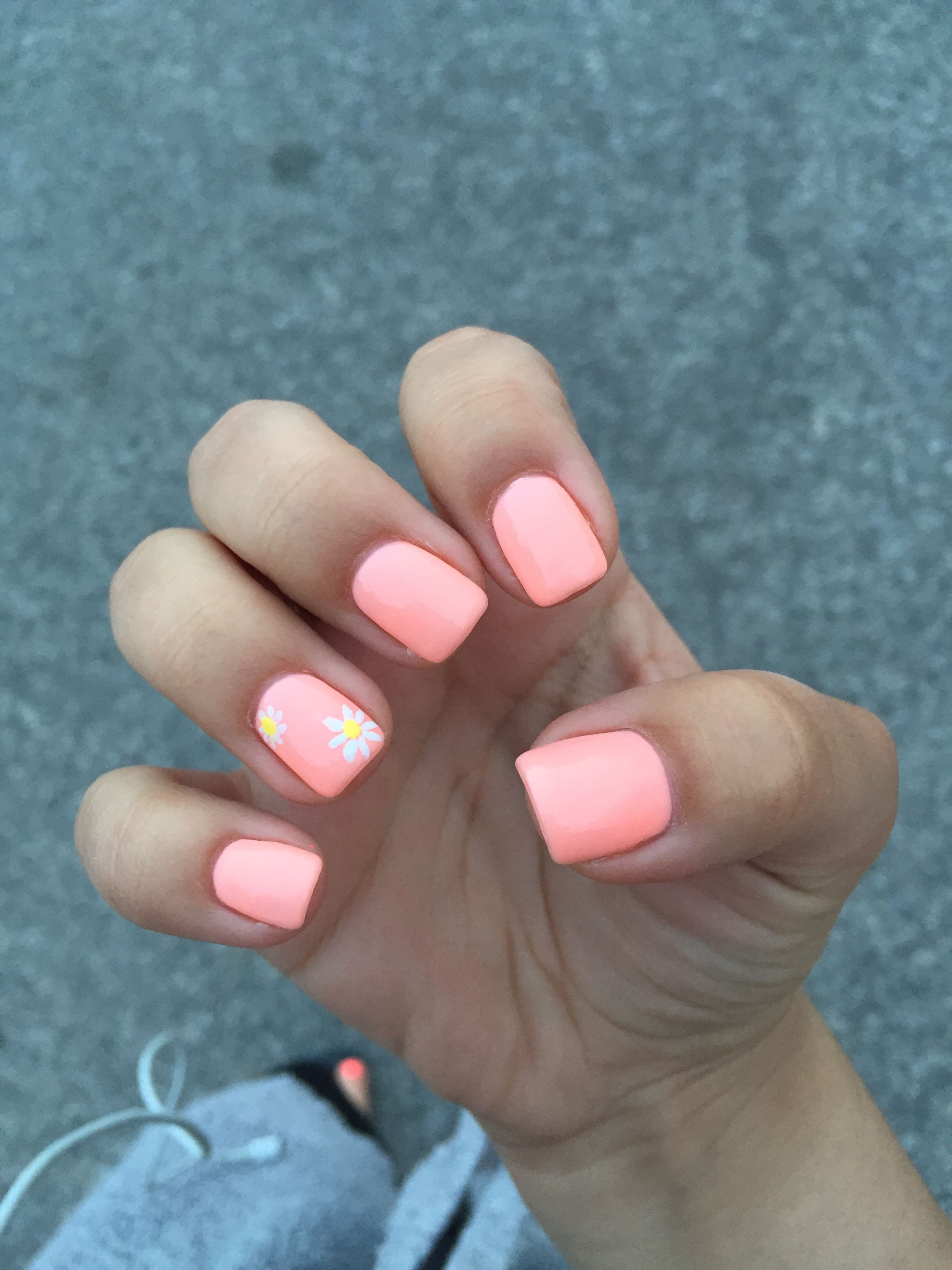 Coral Gel Nails With Daisy Design Coral Gel Nails Opi Gel Nails