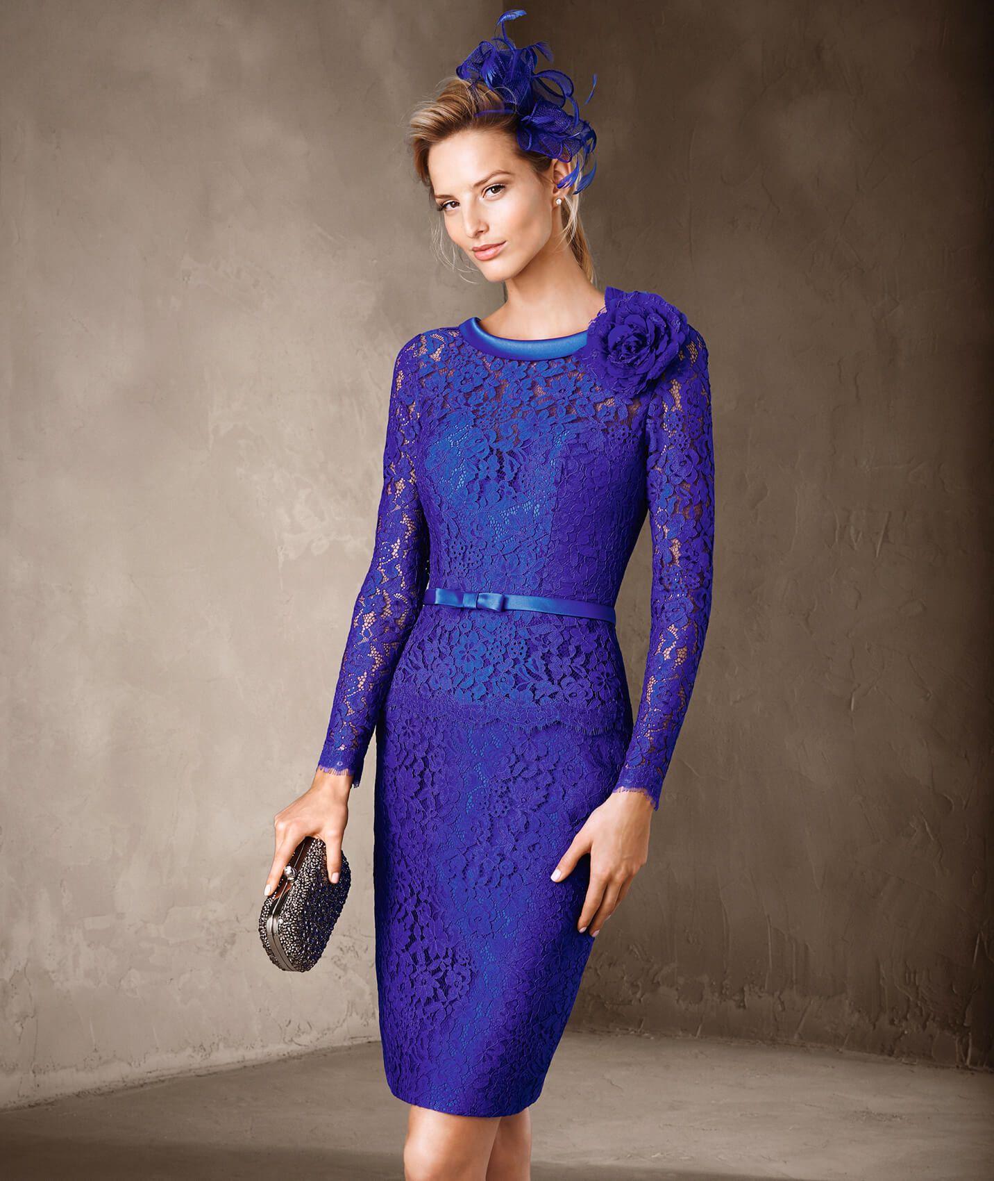 El modelo CAPEL es un vestido de madrina hecho de mikado con encaje ...