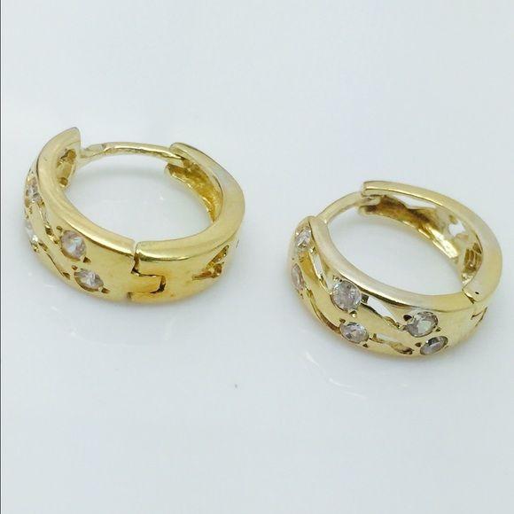 14k Yellow Gold White Sapphire Haggies Earrings Metal purity:14k Yellow Gold Metal weight:4.9 Grams Diameter:15.5MM Width:5.35MM Main stone:White Sapphire Jewelry Earrings