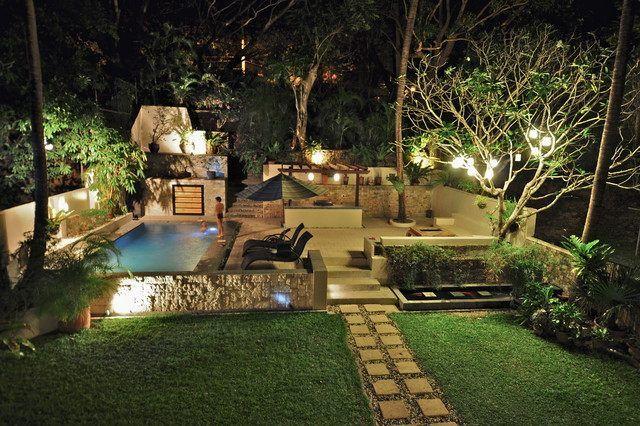 garten terrasse pool gestalten symmetrisch grenzen gehwege,