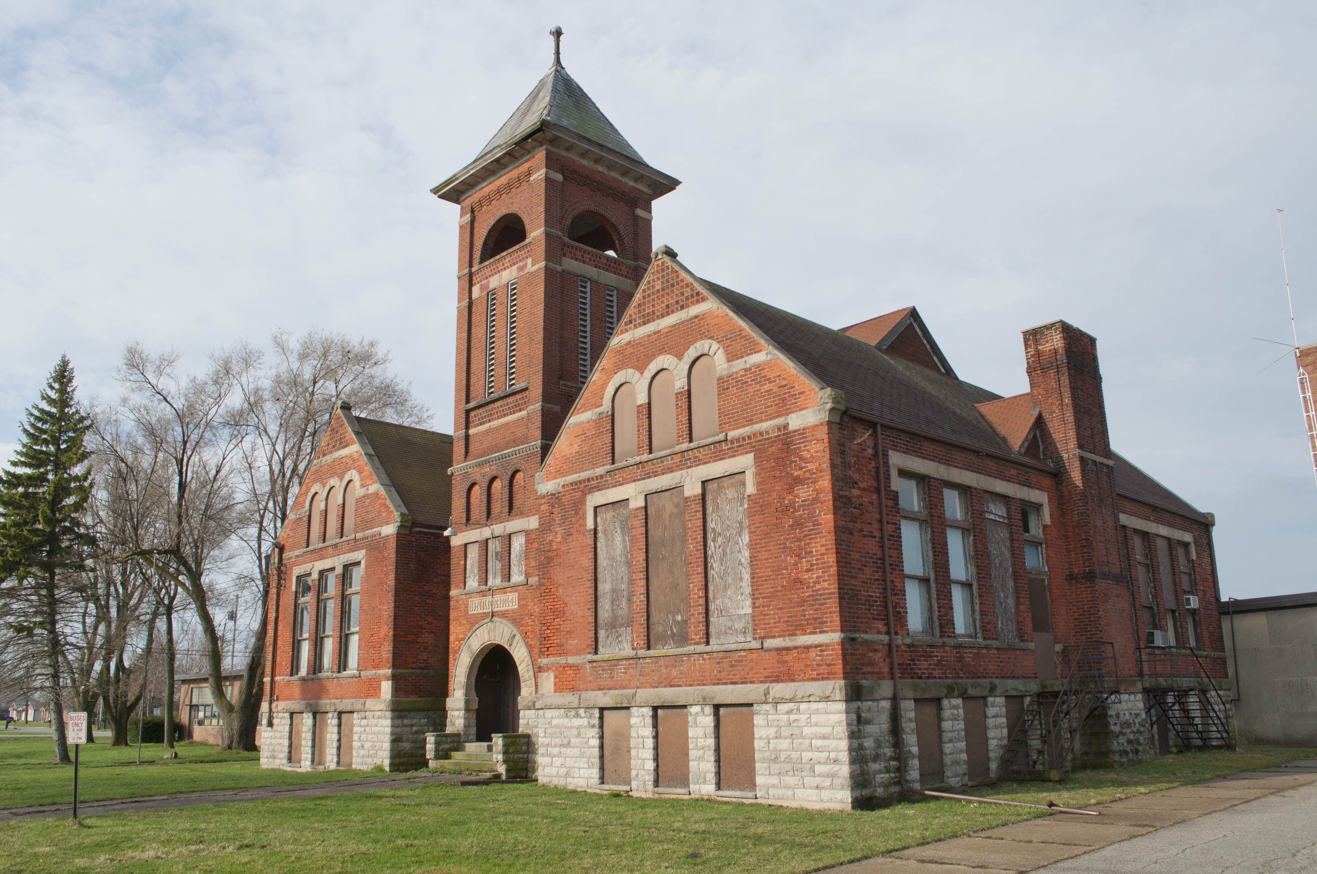 The Millbury Public School in Millbury, Ohio. Iwent to 1st grade here after  moving