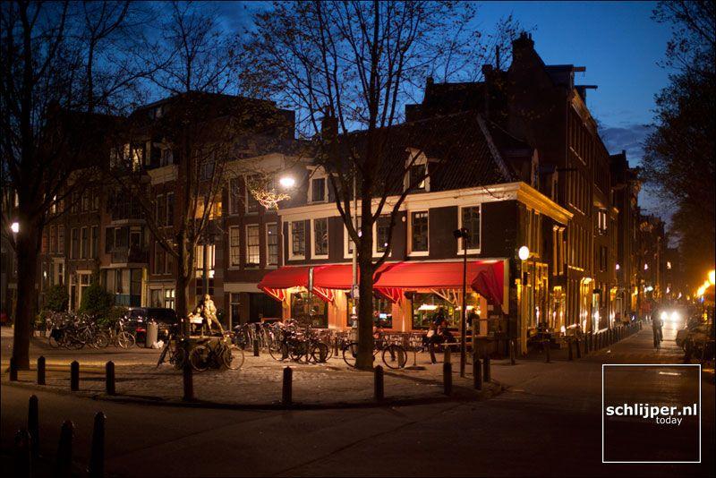 Al die lichtjes s avonds laat op het  plein, niemand kan zich beter wensen dan een Amsterdammer te zijn..... schlijper.nl today | archive | may 2012 | tue may 1, 2012 21:59 | lindengracht thijssen