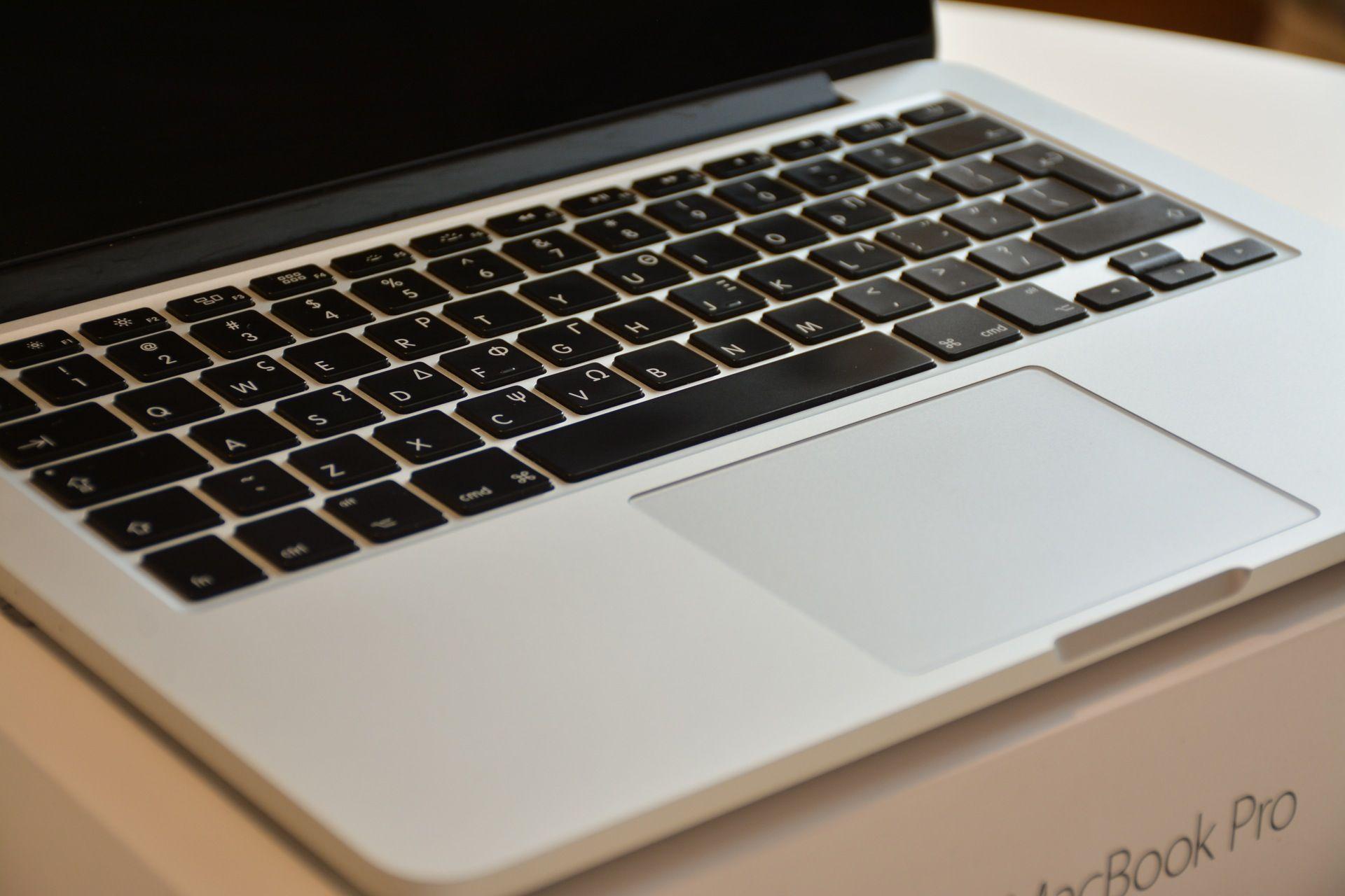 Pozor na inzeráty s podozrivo lacnými Apple produktami  https://www.macblog.sk/2017/pozor-inzeraty-podozrivo-lacnymi-apple-produktami