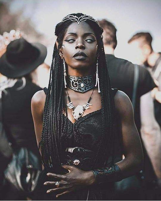 Model : @theresafractale . #Darkintuitive . . #dark