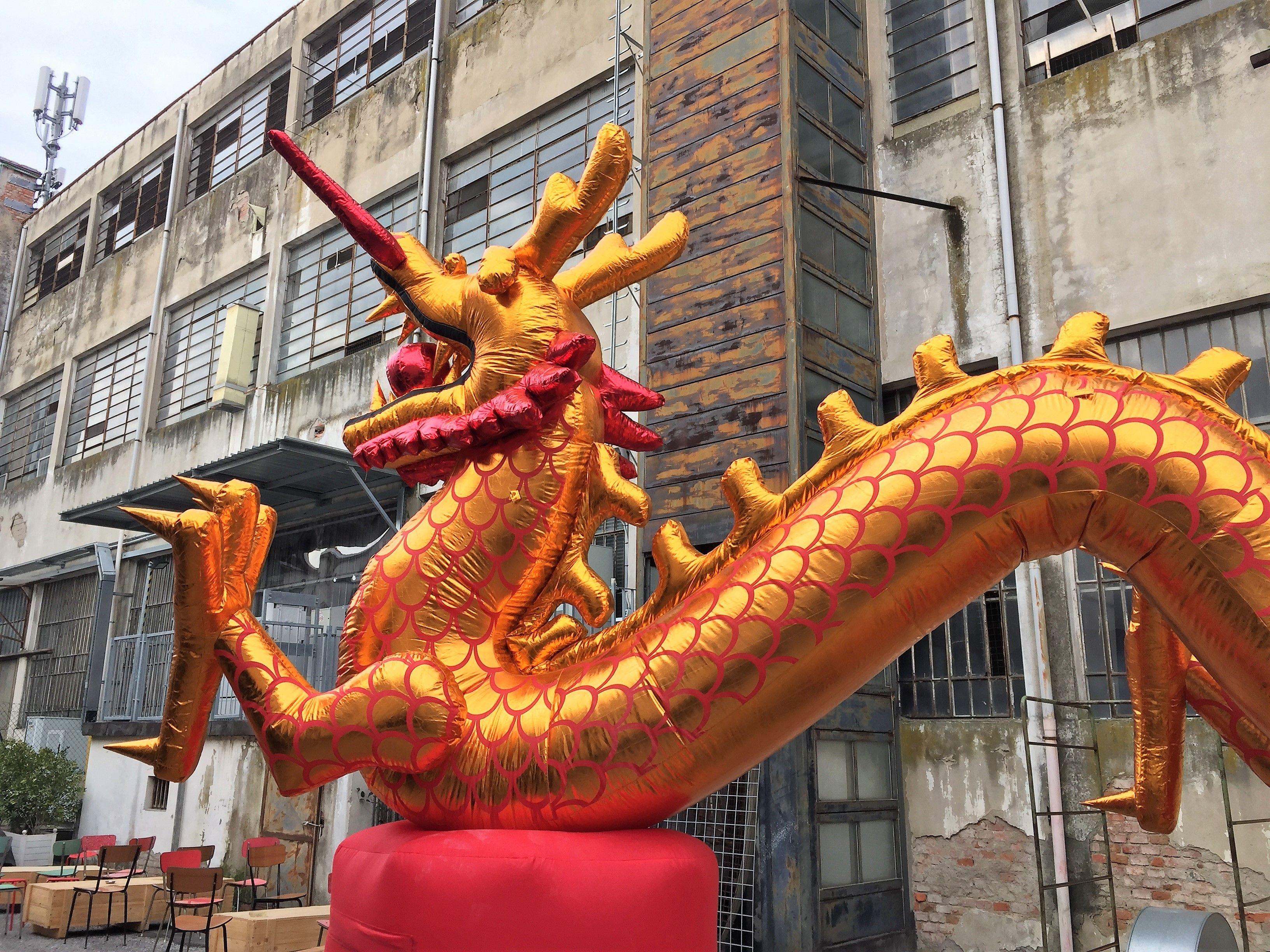 """""""Chi-Na """" è un'associazione culturale in piena Chinatown,in un vecchio lanificio abbandonato via Pistoiese a Prato"""