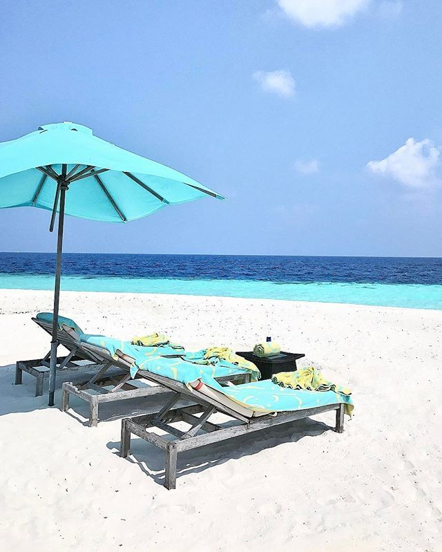 Desert Island Beach: Wow... A Real Deserted Island Experience!!! Almost Like A