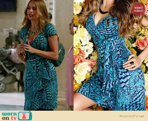 Gloria S Blue Printed Wrap Dress On Modern Family Dresses Sofia Vergara Dress Wrap Dress