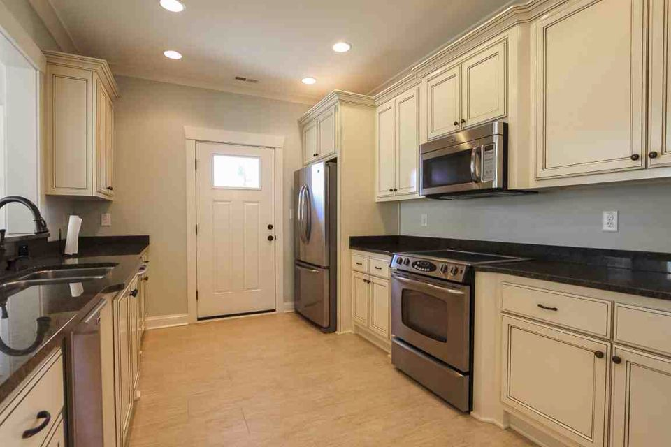 Large kitchen with stainless steel appliances. This property is located in Virginia Beach, VA