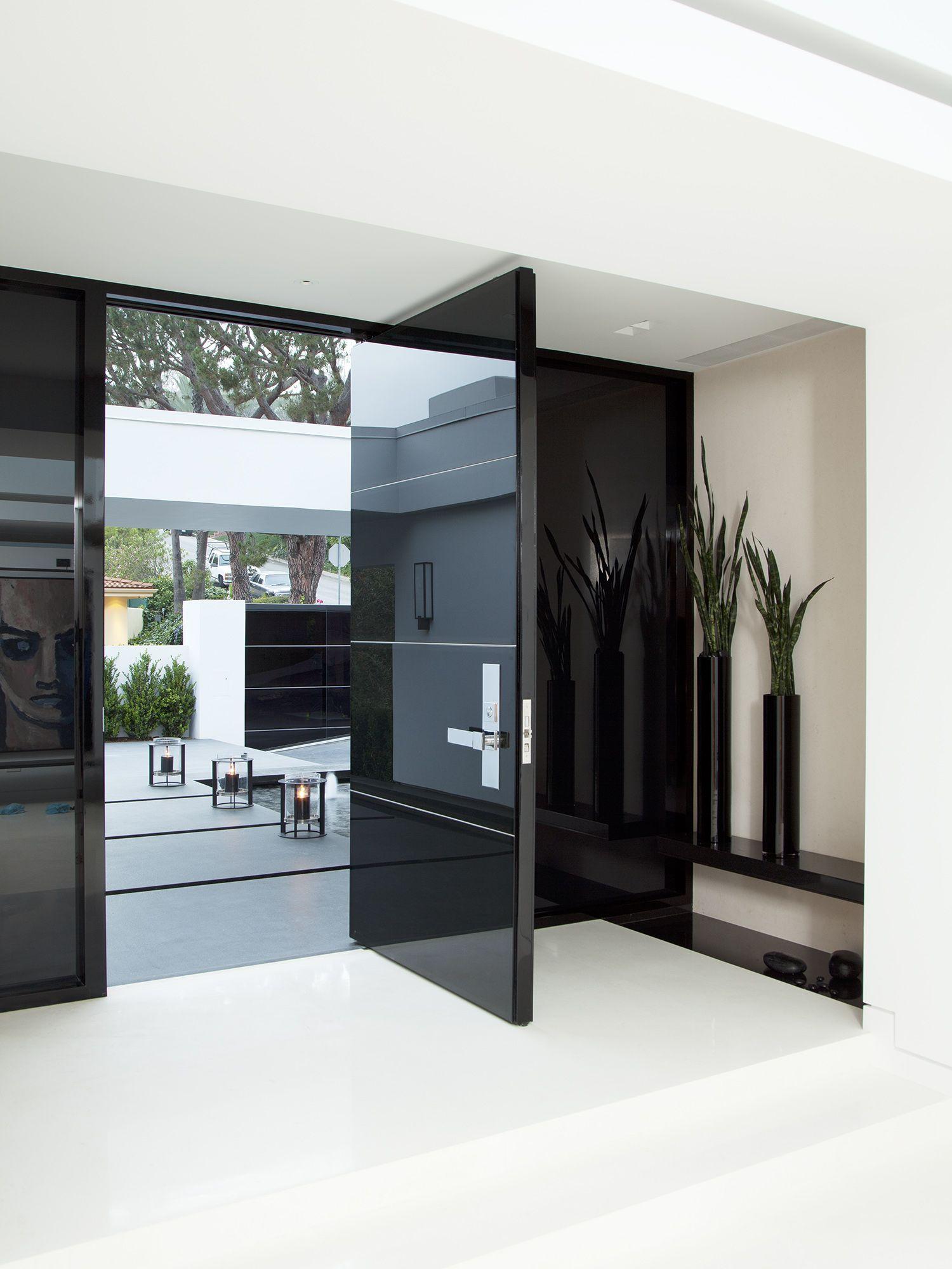 Entradas casas puertas negras entradas de casas y for Puertas de entrada de casas modernas