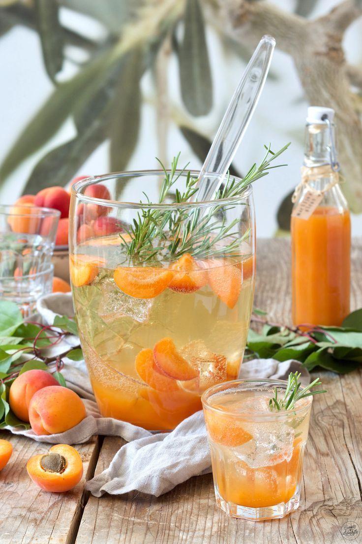 Fruchtige Marillenbowle (Aprikosenbowle) - Rezept - Sweets & Lifestyle® #festmad