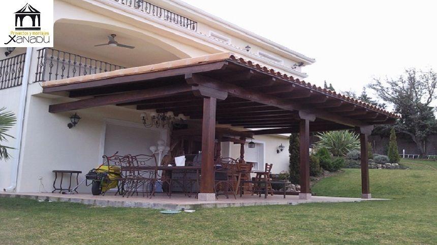 Porche adosado a vivienda en madera de abeto macizo laminado y tratado para exteriores con - Como hacer un porche de madera ...