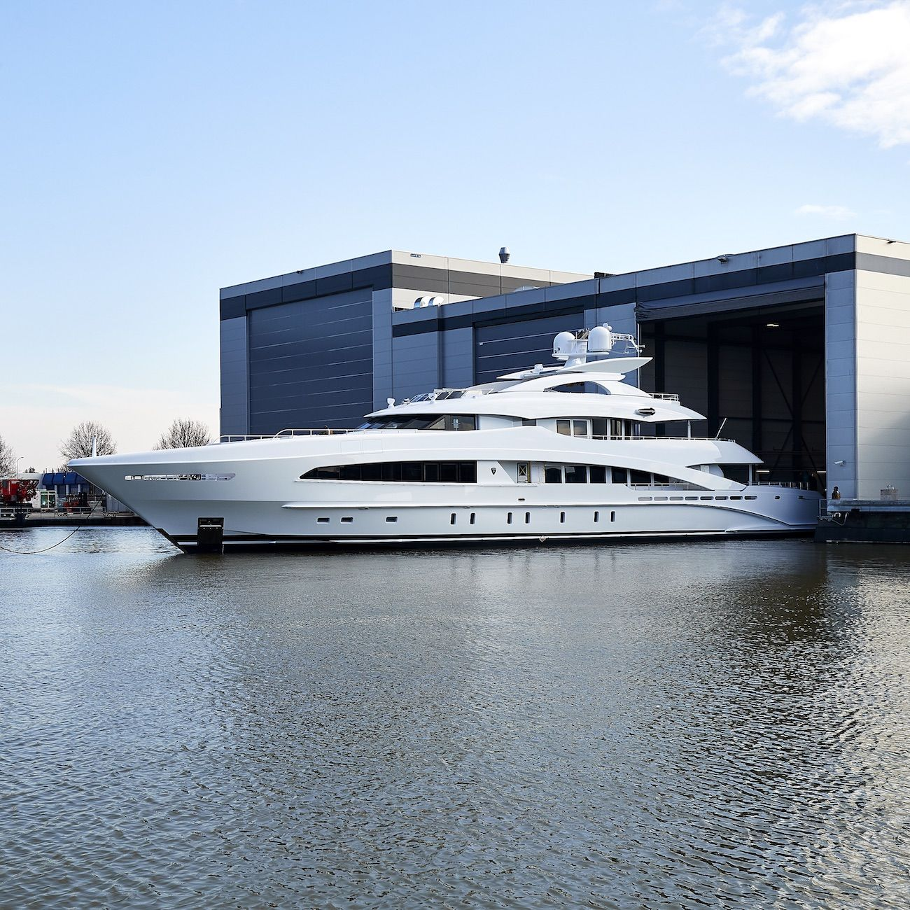 50m Superyacht White By Heesen Frank Laupman Of Omega Architects And Cristiano Gatto Design Launched Luxury Yachts Yacht Design Motor Yacht