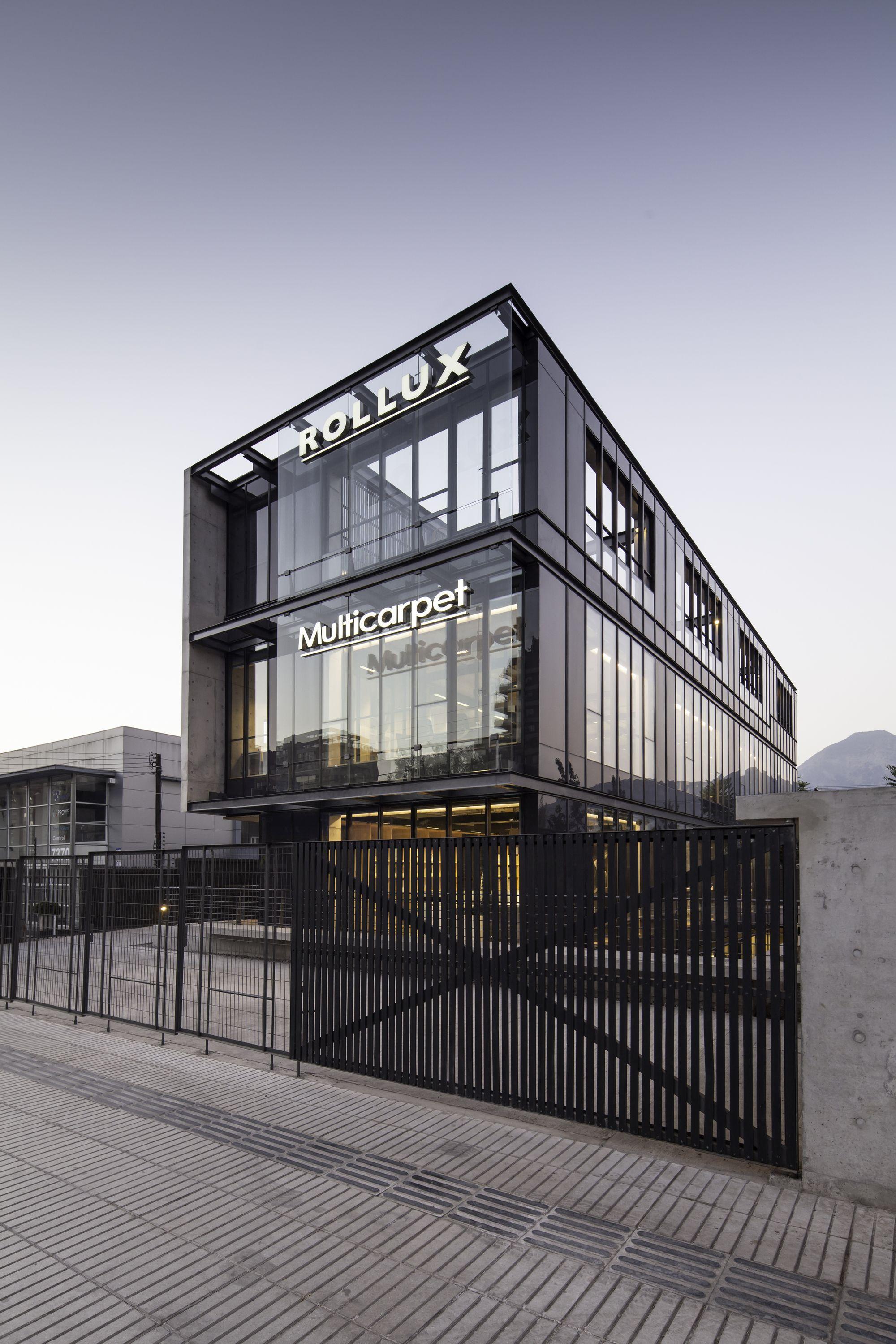 Showroom rollux multicarpet arquitectos architecture pinterest glass building building for Modern showroom exterior design