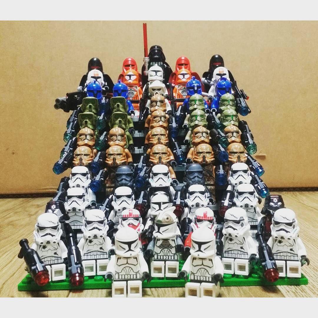 자 김치치즈 또 뻘짓하느라 잠 못잤네.. 자꾸 칸늘려 올리다  피규어 더 있는가 하고 찾느라..ㅎㅎ  졸업식 사진 같지 안나요? #레고 #LEGO  #스타워즈  #starwars  #레고그램  #레고스타그램  #legodagram  #legogram  #legostagram  #레고다그램 by aderkim