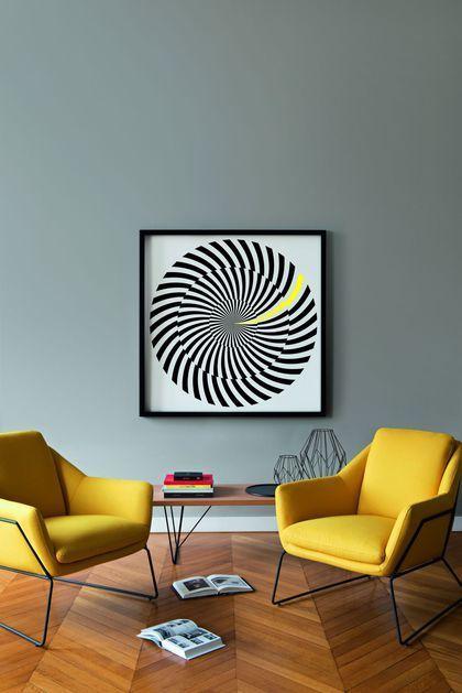 La peinture grise accroche la lumière dans le salon Home Design