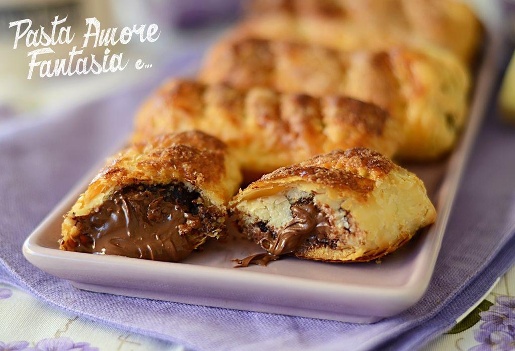 Ciao a tutti! Stasera vi propongo Sfogliatine dolci di Pane e Sfoglia, dei dolcetti veloci veloci da preparare e molto golosi. Fuori sfoglia…