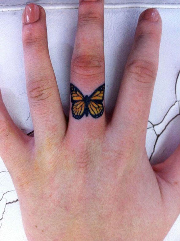 Butterfly Finger Tattoo Idea Tattoo Men Ideas Mariposa