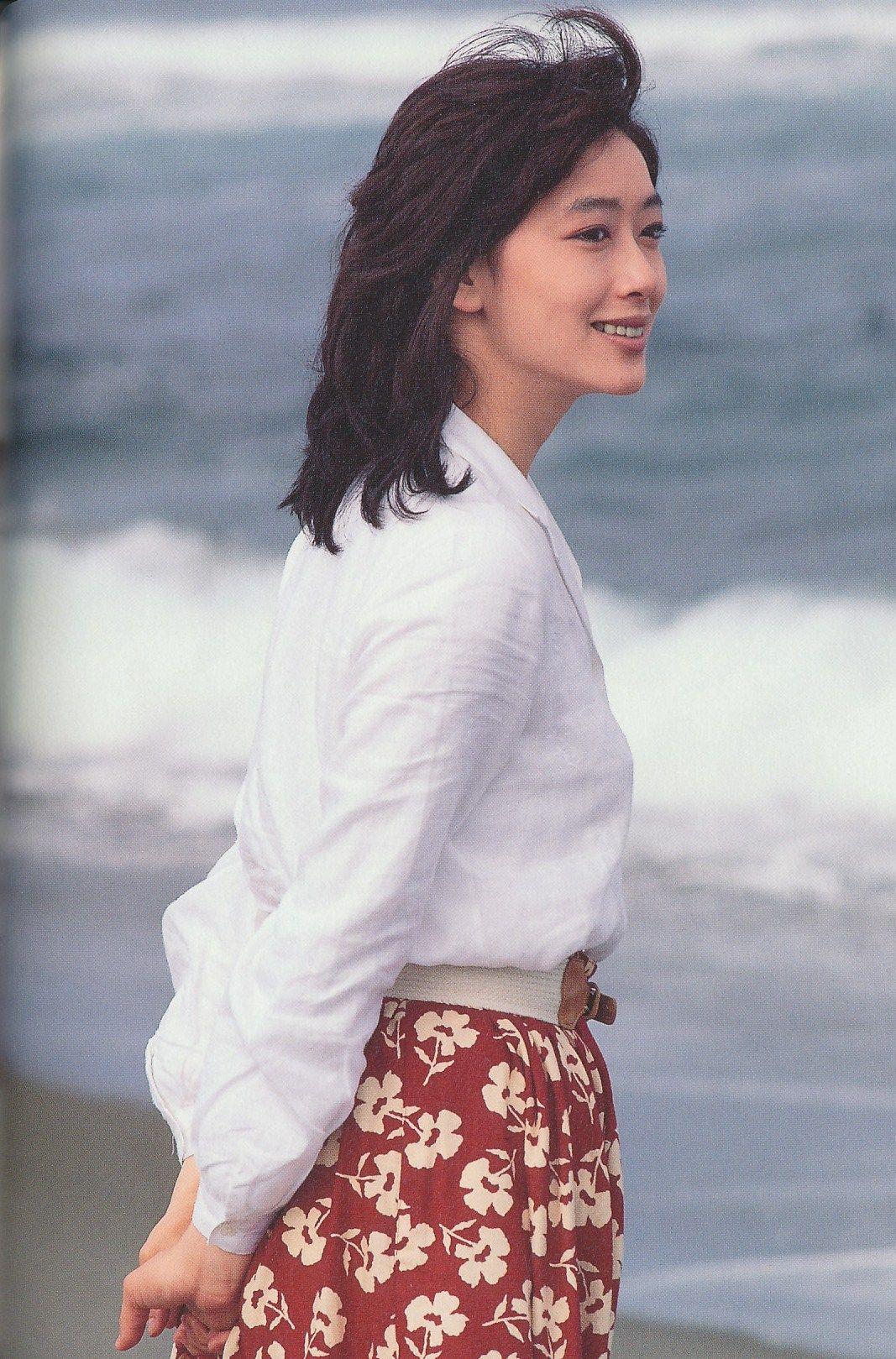 洋服が素敵な夏目雅子さん