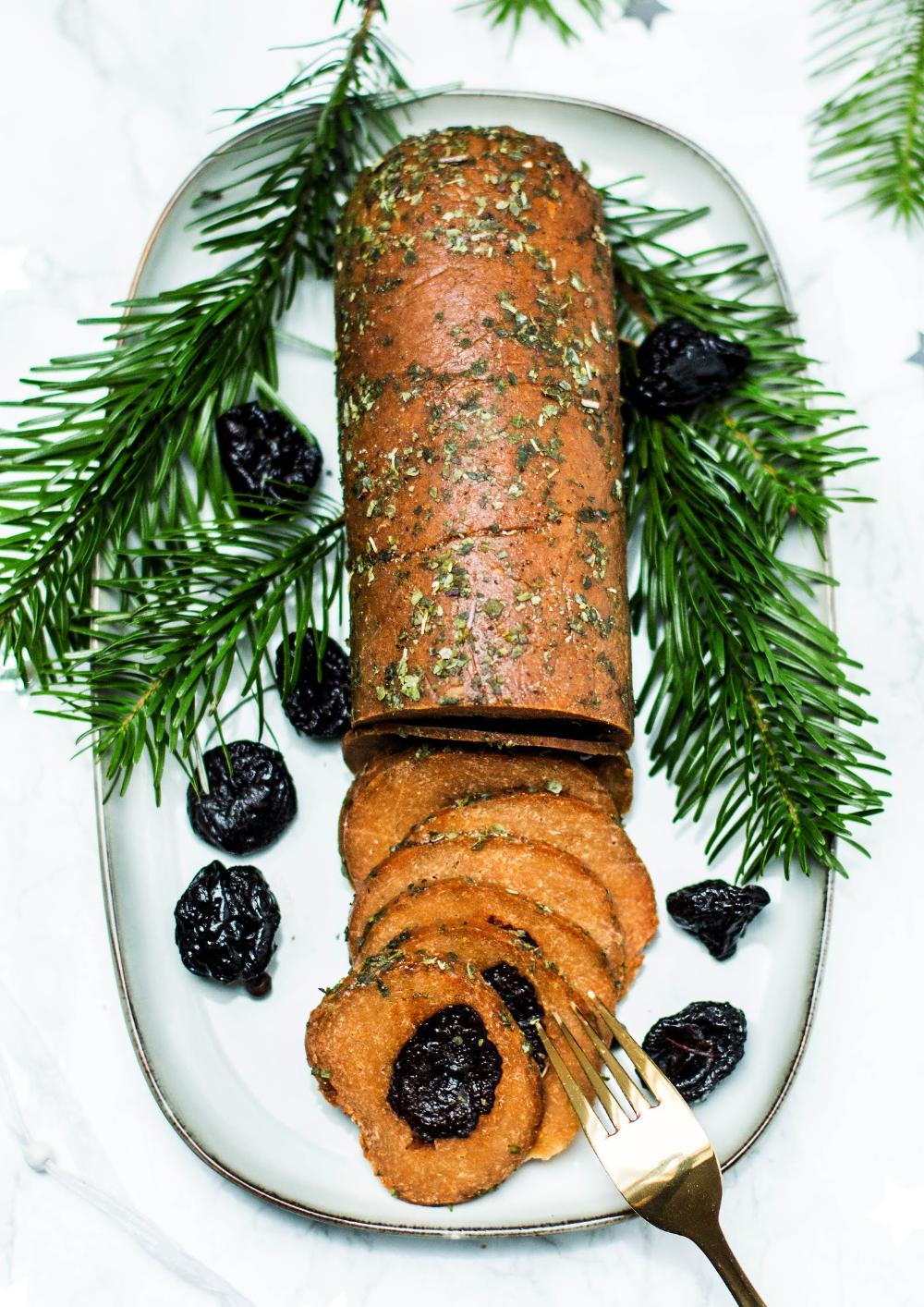 Mniumniu Kuchnia Roslinna Pieczen Seitanowa Z Suszonymi Sliwkami Food Christmas