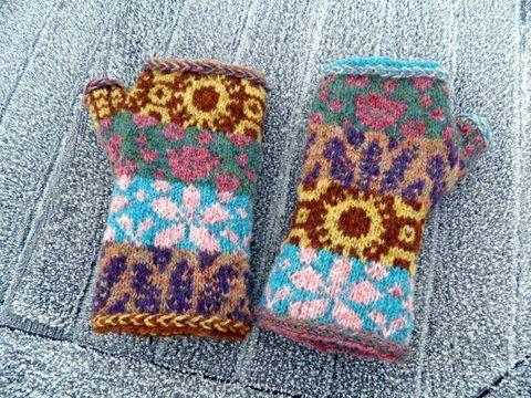 Ravelry: En rêvant de Provence - fingerless mitts pattern by Tori Seierstad