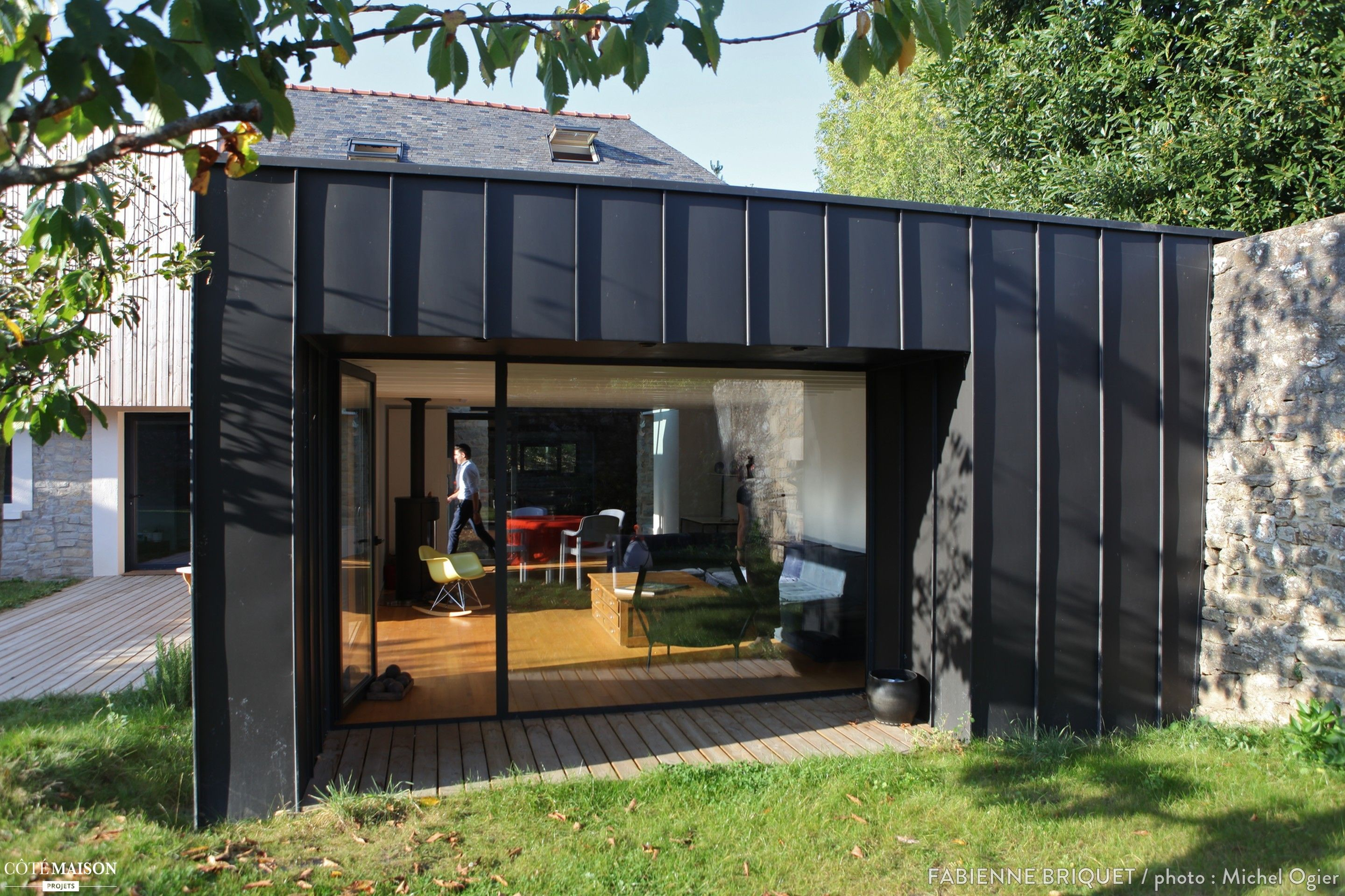 Extension et sur l vation d 39 une maison maisons d for Recours architecte extension garage
