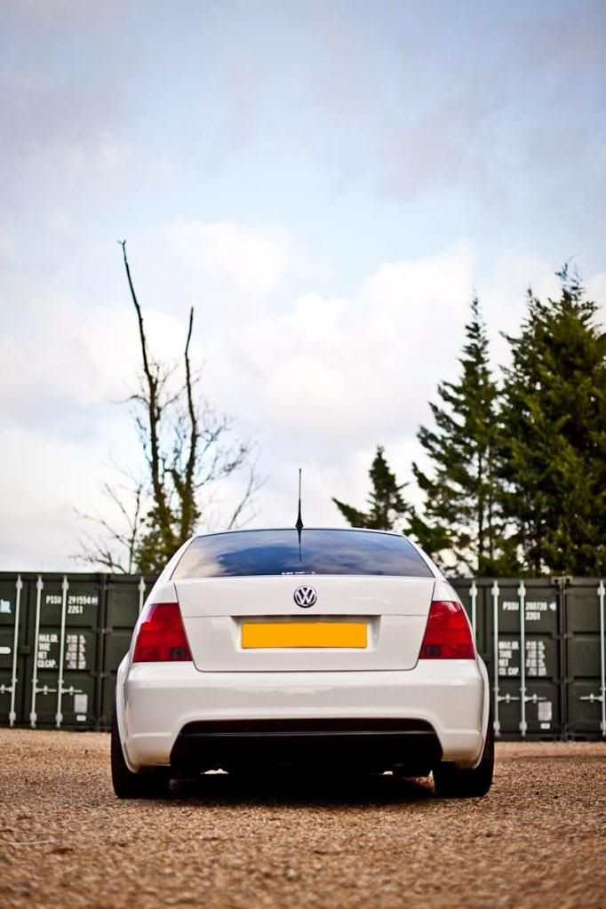 White mk4 jetta with votex rear bumper awesome transport for Garage volkswagen paris 15