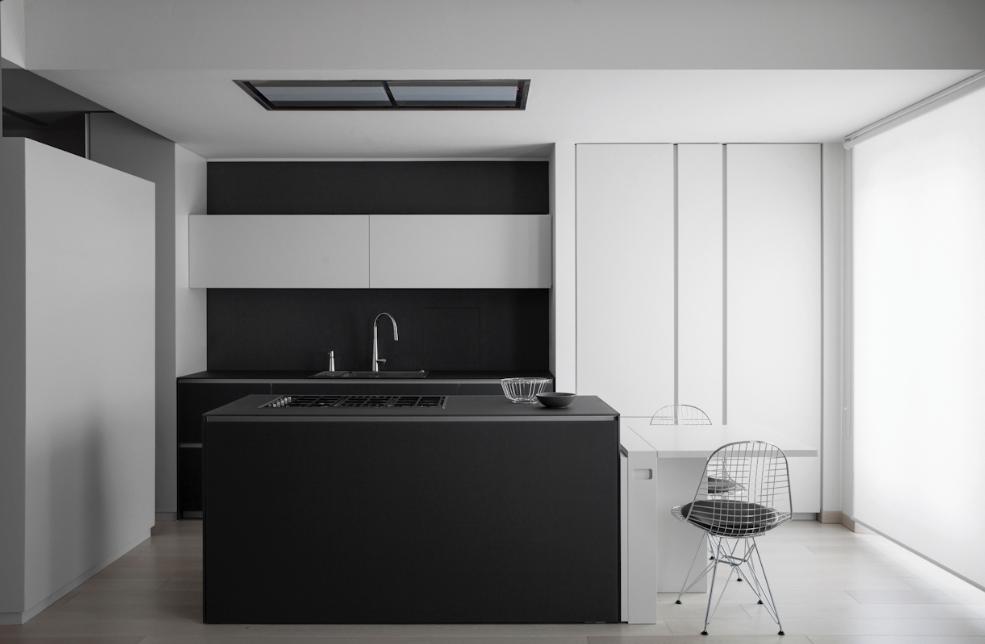 Reforma cocina abierta con isla para fregadero y muebles color ...