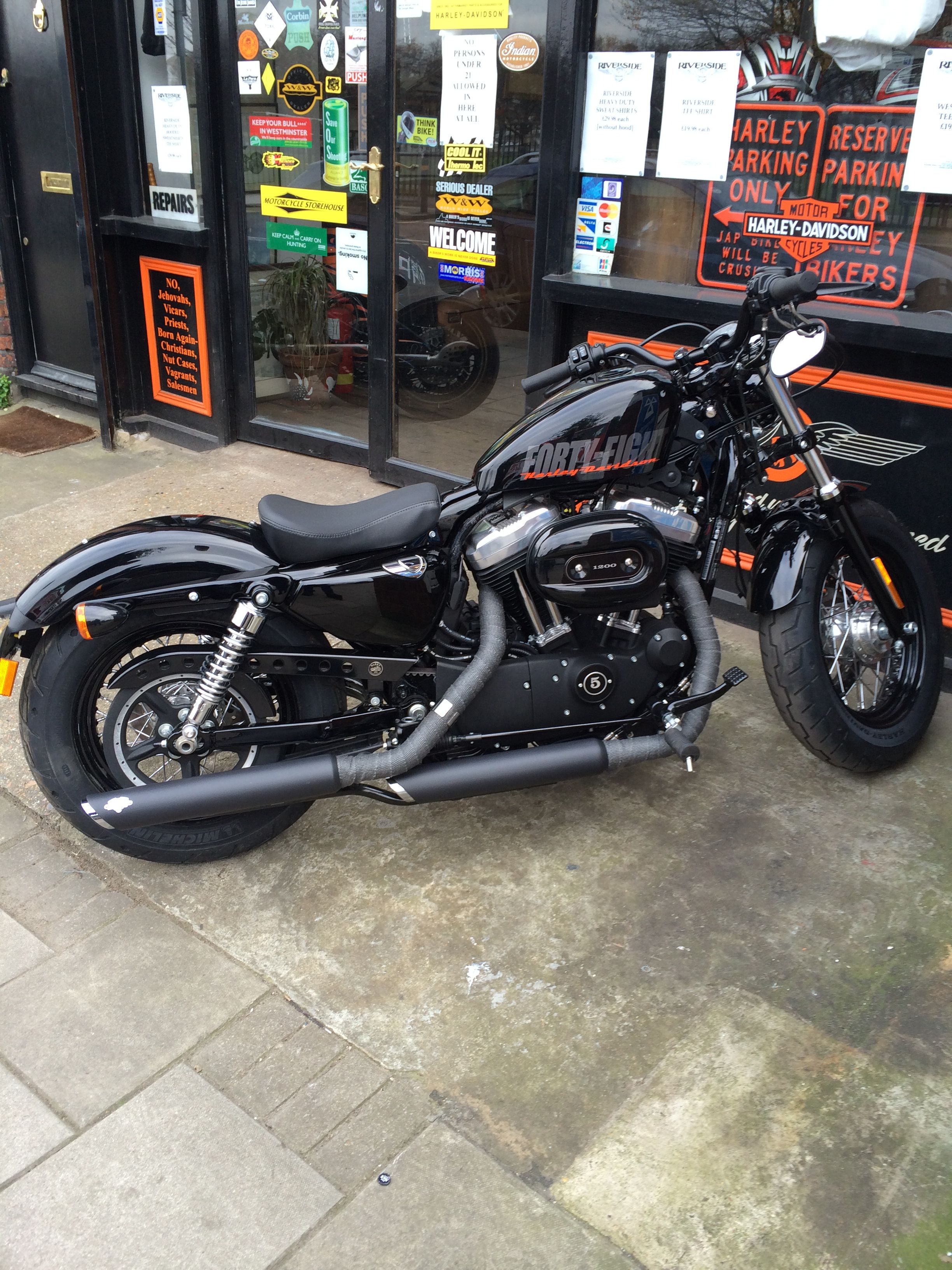2014 Harley Davidson 48 with Vance & Hines slip ons #sportster48 #harleydavidson #fortyeight #HD48 #harley48 #bobber WANT THIS BIKE!!!!!