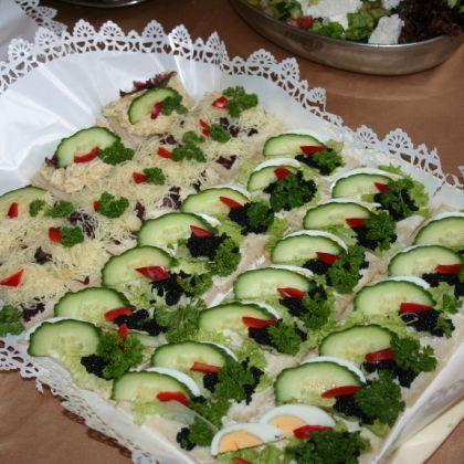Kanapki Bankietowe Kuchnia Mini Kanapki Pinterest Catering