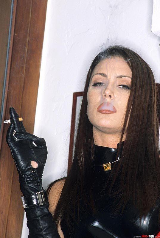 free-erotic-leather-gloves-smoking