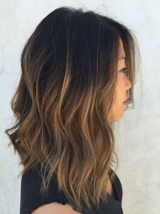 24 Textured Bob With Caramel Ombre Wavy Hair Styleoholic Long Bob Hairstyles Hair Inspiration Hair Styles