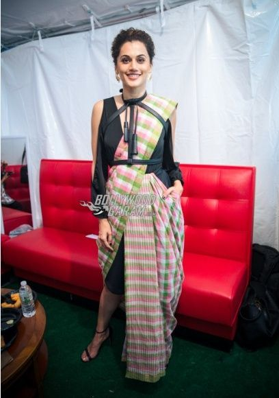 Taapsee Pannu as a show stopper   IIFA 2017 in 2019   Saree styles