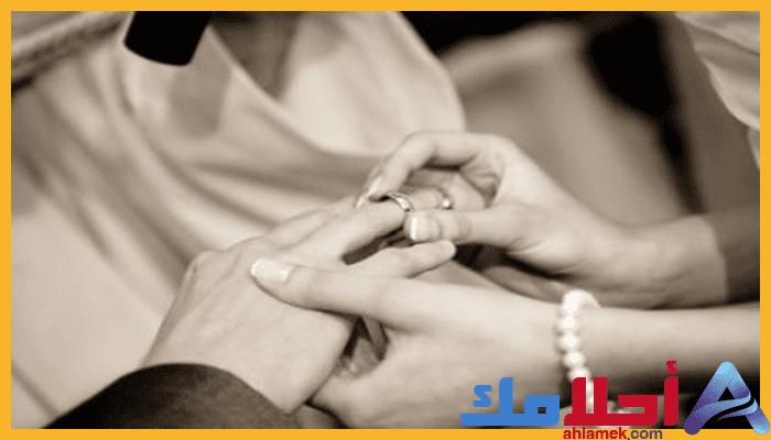 رؤية الزواج في المنام وتفسيره للنابلسي Holding Hands