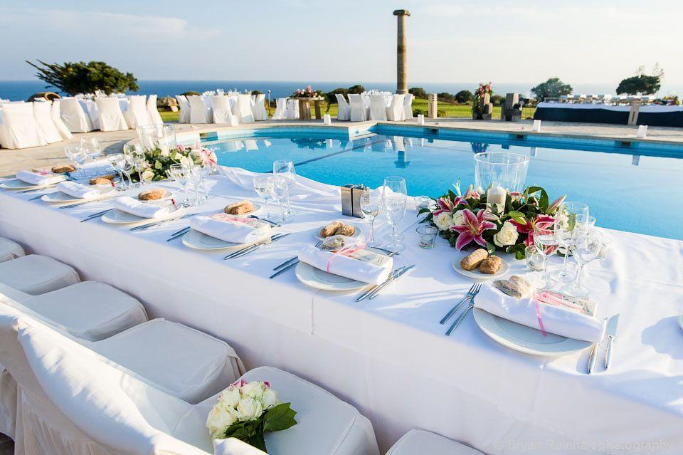 Romantisches Dinner Am Pool Mit Schoner Tischdekoration Und