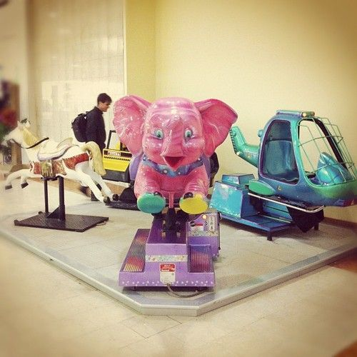 Who want to ride this pink elephant? Future e-sessions? #placestoshoot
