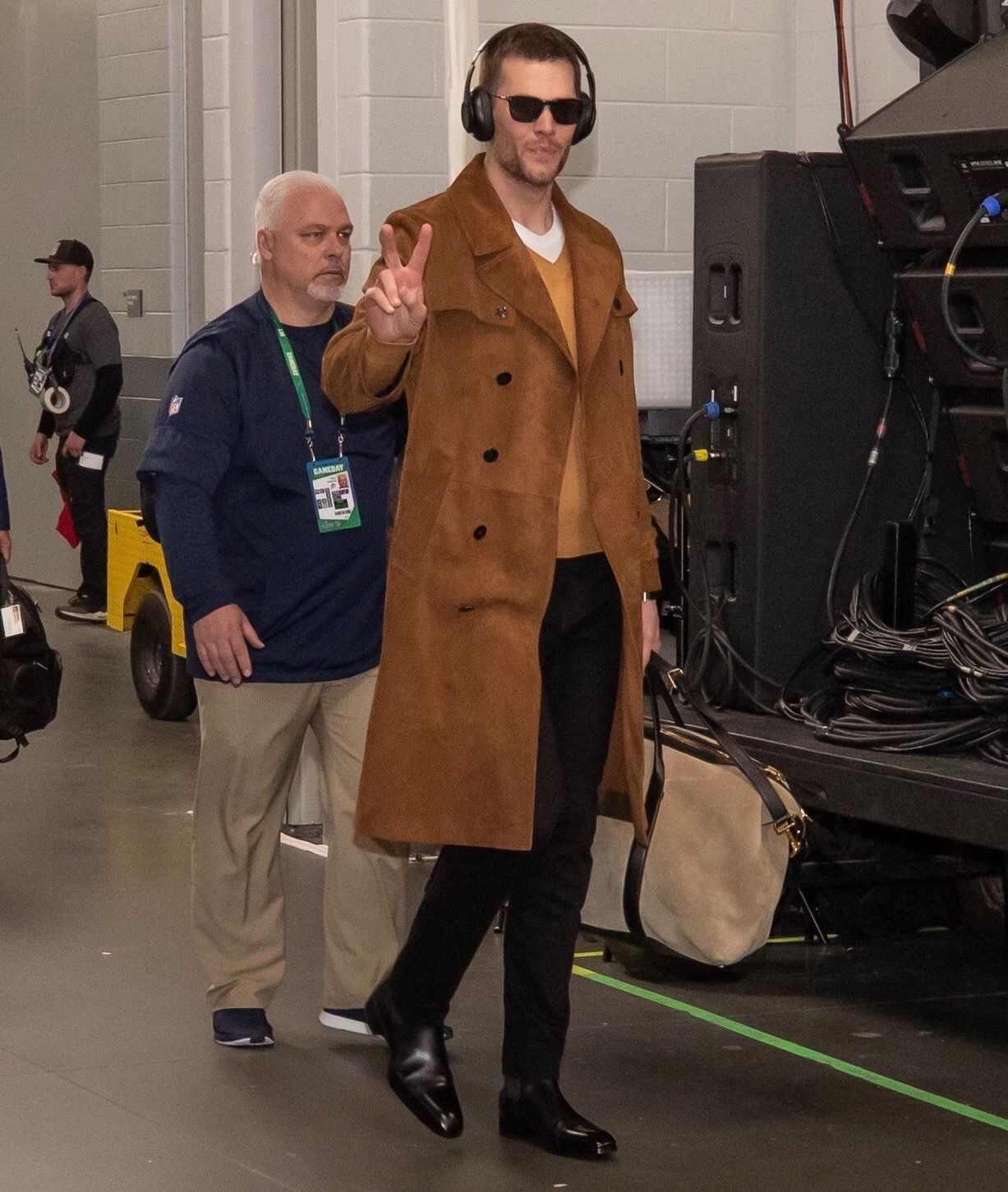 Tom Brady Wore Tom Ford And Carried A Buckley Tote To His Arrival At Super Bowl Liii In Atlanta Tom Ford Tom Brady How To Wear [ 1451 x 1227 Pixel ]