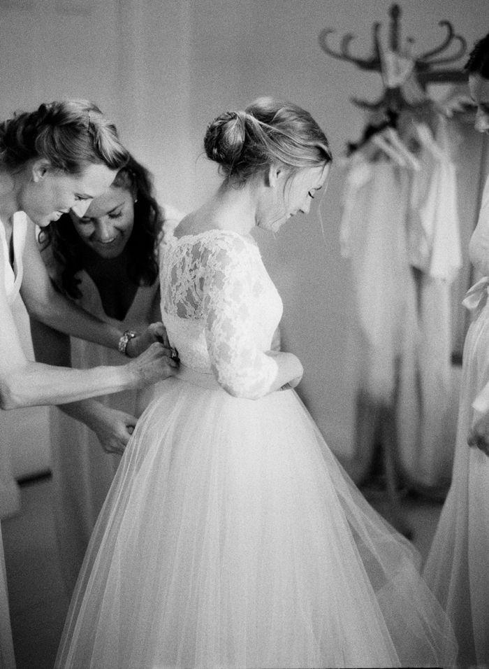 Bride getting ready. Bridal preparations, Ida Sjöstedt wedding dress.