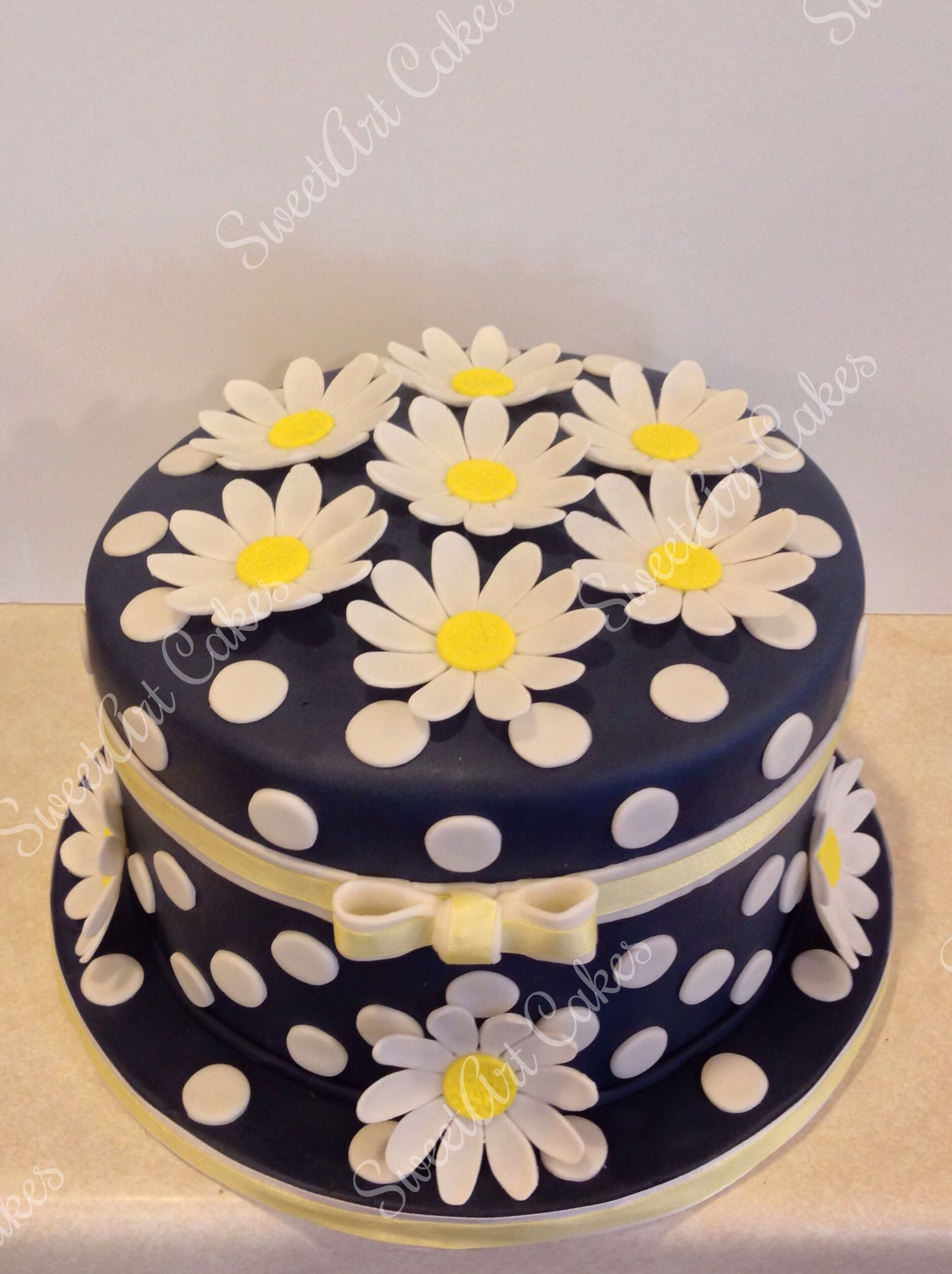 White daisy cake Happy Birthday Mom