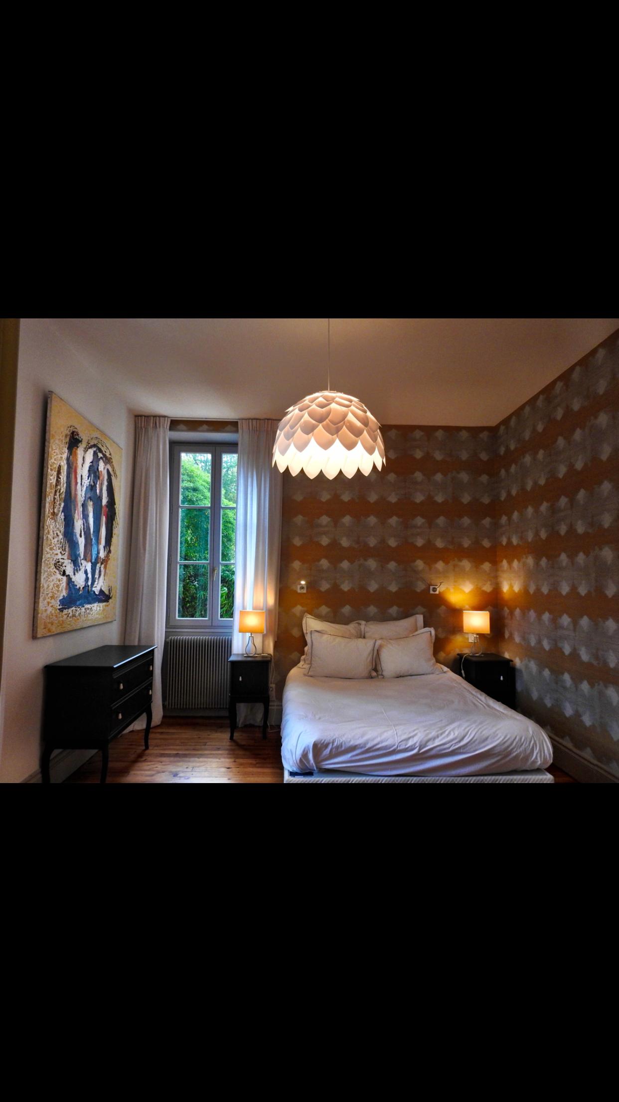 Rendre cosy une grande chambre avec des hauts plafonds pensez
