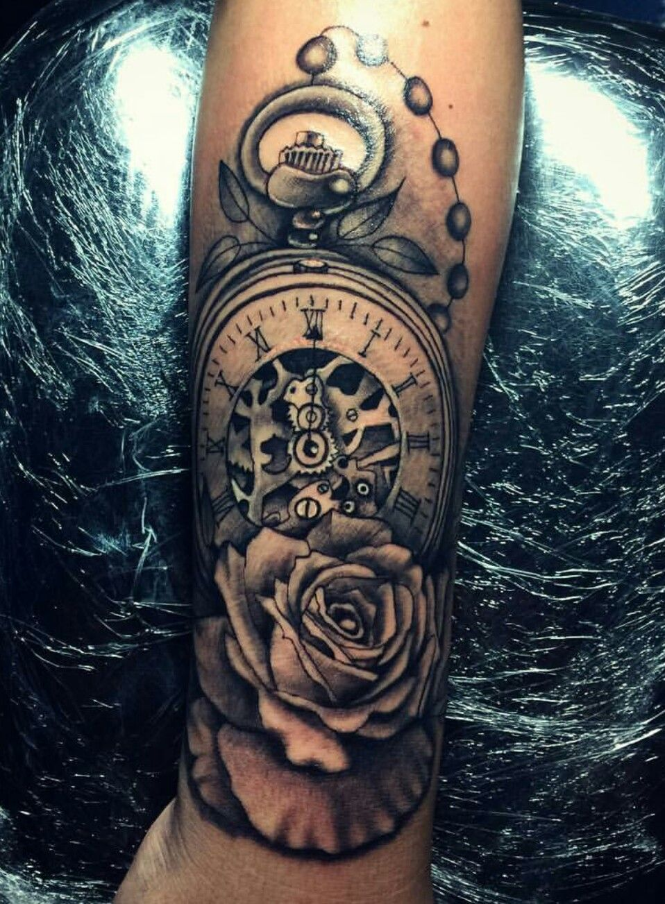 pingl par yesenia flores sur clock tattoo tatouage tatouage avant bras et tatouage homme. Black Bedroom Furniture Sets. Home Design Ideas