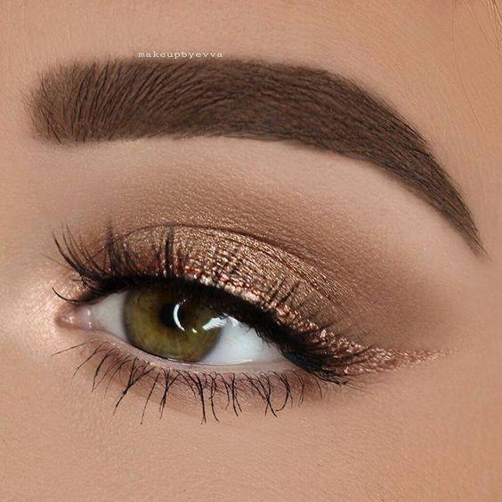 """Indischer Blogger auf Instagram: """"🔪🔪 Credit @makeupbyevva – Nude❣️. @artdeco_cosmetics Die meistgesuchte Augenbrauen-Palette in Hell / Mittel + Die meistgesuchte Lidschatten-Palette… """""""