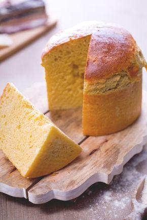 Crescia al formaggio: ha la forma del panettone ma è salata. Ricca di formaggi, è tipica di Umbria e Marche.  [Italian Easter cheese bread]