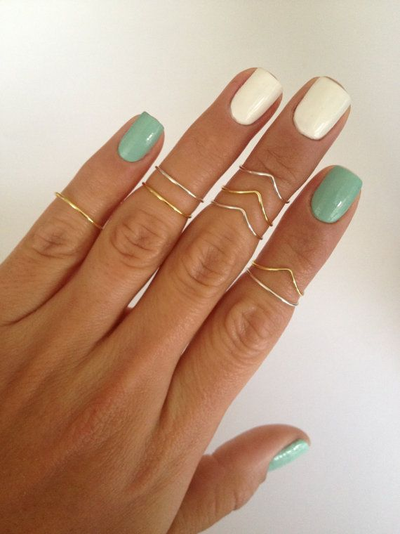 8 Midi Ring Set in Gold and Silver Chevron and Simple Bands by