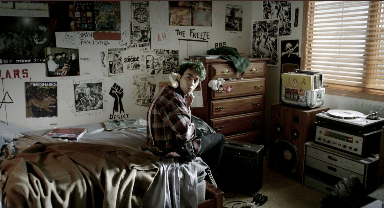 Alex Wolff In The House Of Tomorrow House Of Tomorrow Punk Bedroom House Interior
