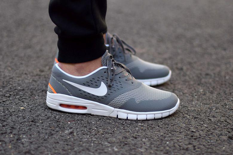 Discount gqkee n8kkh7 August Deals Nike Air Max Tavas Mens