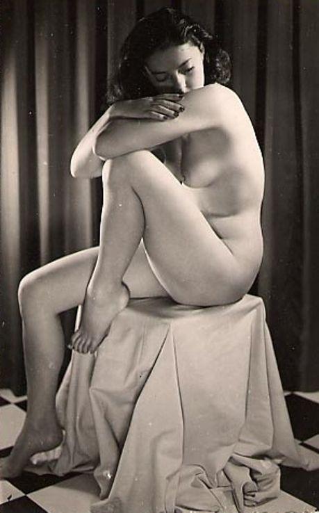modèle d'art féminin nu
