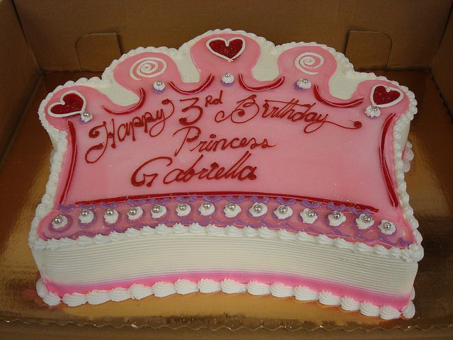 Cake Designs With Crown : Best 25+ Crown cake ideas on Pinterest Princess crown ...