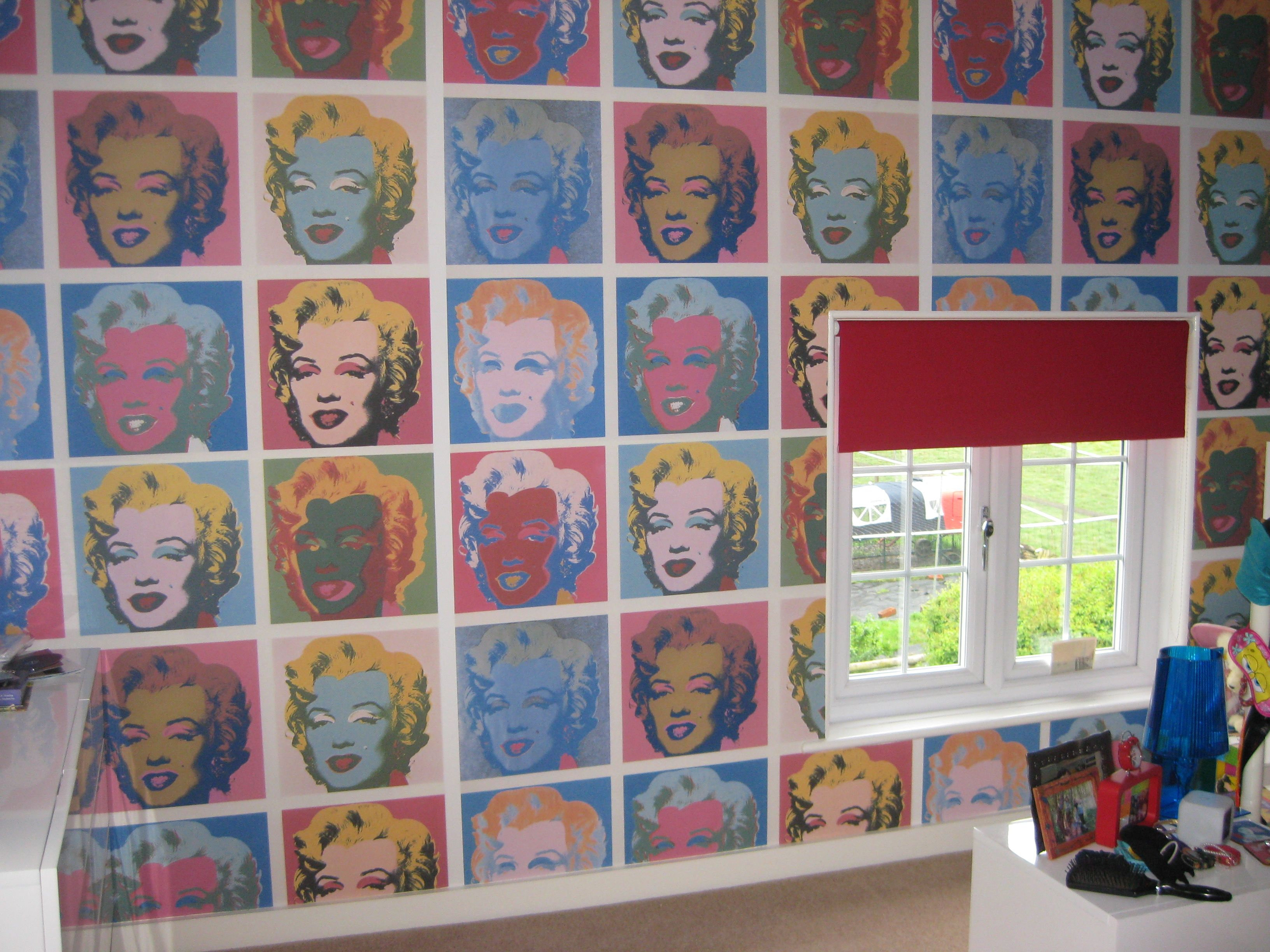We are loving this Andy Warhol inspired Pop Art wallpaper